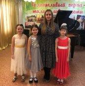 Лауреаты конкурса и преподаватель