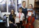 Победители  конкурса с концертмейстером и членом жюри конкурса